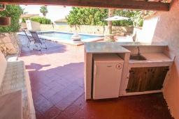 Летняя кухня. Испания, Бенисса : Очаровательная современная вилла для отдыха расположенная у холмов Монтемар, частный бассейн, 2 спальни, ванная комната, парковка