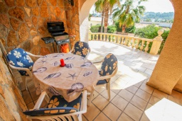 Терраса. Испания, Бенисса : Очаровательная современная вилла для отдыха расположенная у холмов Монтемар, частный бассейн, 2 спальни, ванная комната, парковка