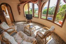 Гостиная / Столовая. Испания, Бенисса : Очаровательная современная вилла для отдыха расположенная у холмов Монтемар, частный бассейн, 2 спальни, ванная комната, парковка