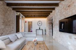 Гостиная / Столовая. Испания, Кала Миллор : Элегантная вилла с собственным бассейном в городе Сан-Льоренс-де-Кардассар, на востоке Майорки