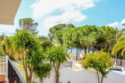 Зелёный сад. Испания, Эль-Портет : Двухэтажная вилла расположенная на тихой улице возле знаменитой бухты Эль-Портет, частный бассейн, 5 спален, 2 ванные комнаты, кондиционер