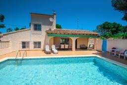 Бассейн. Испания, Теулада : Вилла в традиционном стиле, расположенная в тихом районе недалеко от центра и пляжей Кальпе, частный бассейн, 3 спальни, 2 ванные комнаты, WIFI