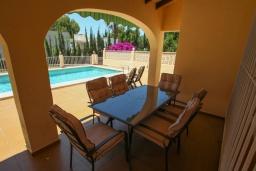 Терраса. Испания, Теулада : Вилла в традиционном стиле, расположенная в тихом районе недалеко от центра и пляжей Кальпе, частный бассейн, 3 спальни, 2 ванные комнаты, WIFI