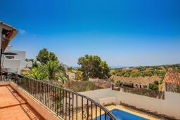 Вид. Испания, Мораира : Небольшая красивая вилла расположенная недалеко от центра Морайры с видом на море и частным бассейном, 2 спальни, 1 ванная комната