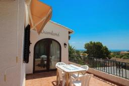 Терраса. Испания, Мораира : Небольшая красивая вилла расположенная недалеко от центра Морайры с видом на море и частным бассейном, 2 спальни, 1 ванная комната