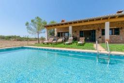 Вид на виллу/дом снаружи. Испания, Кан-Пикафорт : Прекрасная вилла с частным бассейном, верандой и садом в сельской местности, центр Майорки