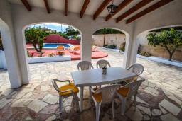 Терраса. Испания, Кальпе : Очаровательная вилла в тихом месте с частным бассейном, 3 спальни, ванная комната + гостевой туалет