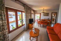 Гостиная / Столовая. Испания, Кальпе : Очаровательная вилла в тихом месте с частным бассейном, 3 спальни, ванная комната + гостевой туалет