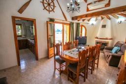 Обеденная зона. Испания, Мораира : Вилла в традиционном испанском стиле недалеко от пляжа, частный бассейн, 3 спальни, 1 ванная комната, WIFI