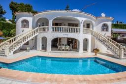 Вид на виллу/дом снаружи. Испания, Мораира : Уютная вилла расположенная на тупиковой улице недалеко от центра, частный бассейн, 1 спальня, 1 ванная комната