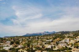 Вид. Испания, Бенисса : Эксклюзивная вилла расположенная в прекрасном месте с видом на море и горы, частный бассейн, 2 спальни, 2 ванные комнаты, 2 гостиные