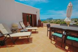 Терраса. Испания, Бенисса : Эксклюзивная вилла расположенная в прекрасном месте с видом на море и горы, частный бассейн, 2 спальни, 2 ванные комнаты, 2 гостиные