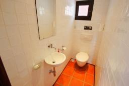 Туалет. Испания, Бенисса : Эксклюзивная вилла расположенная в прекрасном месте с видом на море и горы, частный бассейн, 2 спальни, 2 ванные комнаты, 2 гостиные