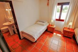 Спальня. Испания, Бенисса : Эксклюзивная вилла расположенная в прекрасном месте с видом на море и горы, частный бассейн, 2 спальни, 2 ванные комнаты, 2 гостиные