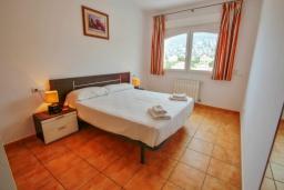 Спальня. Испания, Кальпе : Отличная вилла расположенная в тихом спокойном районе, недалеко от пляжа, частный бассейн, 3 спальни, 1 ванная комната, панорамный вид