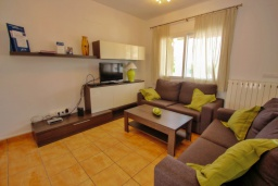 Гостиная / Столовая. Испания, Кальпе : Отличная вилла расположенная в тихом спокойном районе, недалеко от пляжа, частный бассейн, 3 спальни, 1 ванная комната, панорамный вид