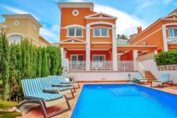 Вид на виллу/дом снаружи. Испания, Кальпе : Отличная вилла расположенная в тихом спокойном районе, недалеко от пляжа, частный бассейн, 3 спальни, 1 ванная комната, панорамный вид