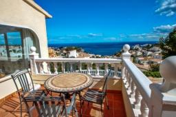 Балкон. Испания, Бенитачель : Шикарная очень комфортабельная вилла, расположенная в тихом жилом районе на склоне холма, частный бассейн, 4 спальни, 3,5 ванные комнаты, Wi-Fi