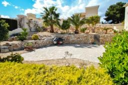 Патио. Испания, Бенитачель : Шикарная очень комфортабельная вилла, расположенная в тихом жилом районе на склоне холма, частный бассейн, 4 спальни, 3,5 ванные комнаты, Wi-Fi