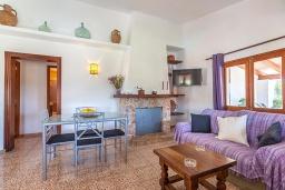 Гостиная / Столовая. Испания, Польенса : Вилла дом для отпуска с кондиционером, рассчитан на проживание до 4 человек с 2 спальнями, 1 ванной комнатой и собственным бассейном.