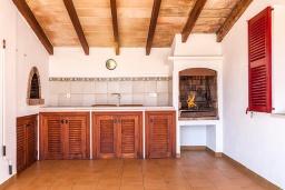 Летняя кухня. Испания, Польенса : Вилла дом для отпуска с кондиционером, рассчитан на проживание до 4 человек с 2 спальнями, 1 ванной комнатой и собственным бассейном.