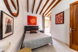 Спальня. Испания, Польенса : Уютная вилла с террасой и кондиционерами, 3 спальни, 2 ванных комнаты, WiFi, барбекю