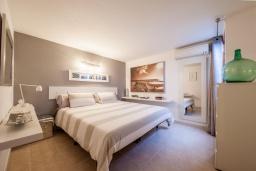 Спальня 2. Испания, Польенса : Уютная вилла с террасой и кондиционерами, 3 спальни, 2 ванных комнаты, WiFi, барбекю