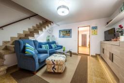 Гостиная / Столовая. Испания, Польенса : Уютная вилла с террасой и кондиционерами, 3 спальни, 2 ванных комнаты, WiFi, барбекю