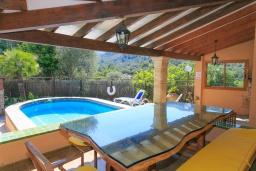 Терраса. Испания, Польенса : Вилла расположенная на острове Майорка, оборудован кондиционером, собственный частный бассейн, для размещения до 6 человек с 3 спальнями, 2 ванными комнатами, WiFi