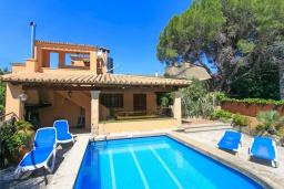 Бассейн. Испания, Польенса : Вилла расположенная на острове Майорка, оборудован кондиционером, собственный частный бассейн, для размещения до 6 человек с 3 спальнями, 2 ванными комнатами, WiFi