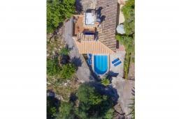 Вид на виллу/дом снаружи. Испания, Польенса : Вилла расположенная на острове Майорка, оборудован кондиционером, собственный частный бассейн, для размещения до 6 человек с 3 спальнями, 2 ванными комнатами, WiFi