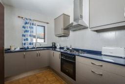 Кухня. Испания,  : Современная вилла для отдыха, вмещает до 6 человек, с 3 спальнями, 2 ванными комнатами и частным бассейном.