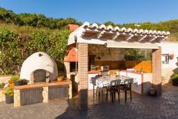 Летняя кухня. Испания, Фрихильяна : Небольшая уютная вилла рассчитана на разрешение до 4 человек, частный бассейн, 2 спальни с кондиционерами, 1 ванная комната