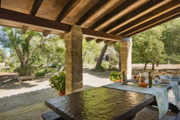 Летняя кухня. Испания, Польенса : Вилла в традиционном испанском стиле, с 3 спальнями, 3 ванными комнатами и собственным бассейном.