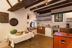 Кухня. Испания, Польенса : Вилла в традиционном испанском стиле, с 3 спальнями, 3 ванными комнатами и собственным бассейном.