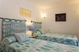 Спальня. Испания, Польенса : Вилла в традиционном испанском стиле, с 3 спальнями, 3 ванными комнатами и собственным бассейном.