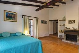 Спальня 2. Испания, Польенса : Вилла в традиционном испанском стиле, с 3 спальнями, 3 ванными комнатами и собственным бассейном.