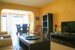 Гостиная / Столовая. Испания, Фуэртевентура : Солнечная вилла на острове Фуэртевентура на берегу моря, может вместить до 5 человек с 3 спальнями, 2 ванными комнатами, а также отдельным бассейном с подогревом