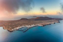 Ближайший пляж. Испания, Лансароте : Современные апартаменты для отдыха, расположены испанском острове Лансароте, можно разместиться до 5 человек, с 2 спальнями, 2 ванными комнатами, WiFi интернет