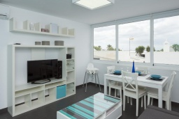 Гостиная / Столовая. Испания, Лансароте : Современные апартаменты для отдыха, расположены испанском острове Лансароте, можно разместиться до 5 человек, с 2 спальнями, 2 ванными комнатами, WiFi интернет