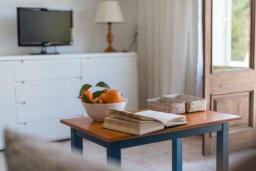 Гостиная / Столовая. Испания, Порт де Алькудия : Красивая вилла для отдыха расположенная на испанском острове Майорка, с 3 спальнями, 1 ванной комнатой и собственным бассейном.