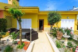 Вход. Испания, Кан-Пикафорт : Идеальная вилла для отдыха в Кан-Пикафорте на испанском острове Майорка, оборудована кондиционерами, 3 спальни, 2 ванные комнаты, собственный бассейн
