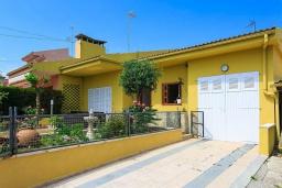Парковка. Испания, Кан-Пикафорт : Идеальная вилла для отдыха в Кан-Пикафорте на испанском острове Майорка, оборудована кондиционерами, 3 спальни, 2 ванные комнаты, собственный бассейн