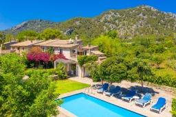 Вид на виллу/дом снаружи. Испания, Польенса : Красивая вилла на испанском острове Майорка с частным бассейном, террасой и садом, 4 спальни, 3 ванные комнаты