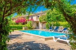 Зона отдыха у бассейна. Испания, Польенса : Красивая вилла на испанском острове Майорка с частным бассейном, террасой и садом, 4 спальни, 3 ванные комнаты