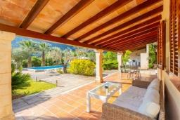 Терраса. Испания, Польенса : Очаровательная вилла на испанском острове Майорка, с частным бассейном и видом на горы, 3 спальни, 2 ванные комнаты, Wi-Fi