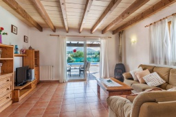 Гостиная / Столовая. Испания, Порт де Алькудия : Просторная вилла для отдыха на испанском острове Майорка  с 4 спальнями, 3 ванными комнатами и собственным бассейном.