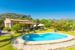 Бассейн. Испания, Польенса : Вилла для отдыха в живописном месте на испанском острове Майорка, с видом горы, с 2 спальнями, 2 ванными комнатами и собственным бассейном.