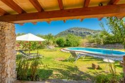 Вид. Испания, Польенса : Вилла для отдыха в живописном месте на испанском острове Майорка, с видом горы, с 2 спальнями, 2 ванными комнатами и собственным бассейном.