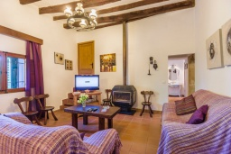 Гостиная / Столовая. Испания, Польенса : Вилла для семейного отдыха на испанском острове Майорка, с 3 спальнями, 2 ванными комнатами и собственным бассейном.